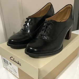Clarks Tarah Victoria Oxfords 👞